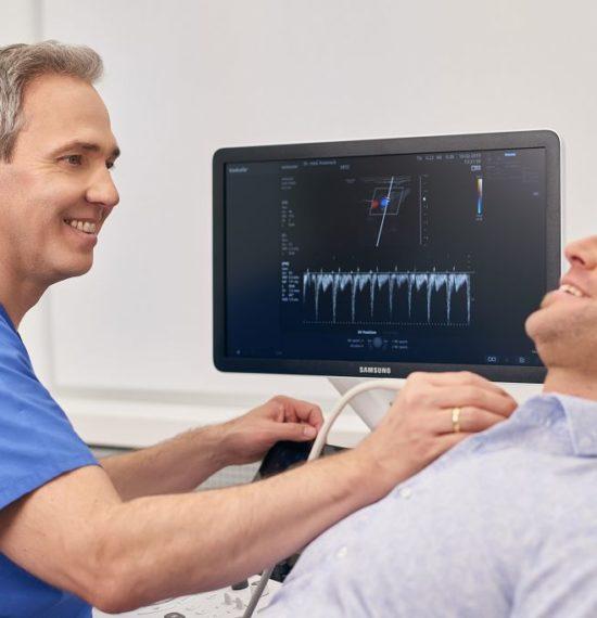 Dr. Kusenack - Privatpraxis für Gefäßchirurgie Düsseldorf - Ultraschall Untersuchung Halsschlagader