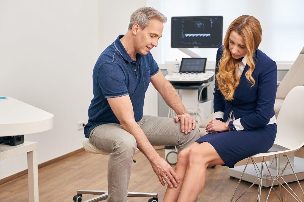 Dr. Kusenack - Privatpraxis für Gefäßchirurgie Düsseldorf - Untersuchung Krampfadern entfernen